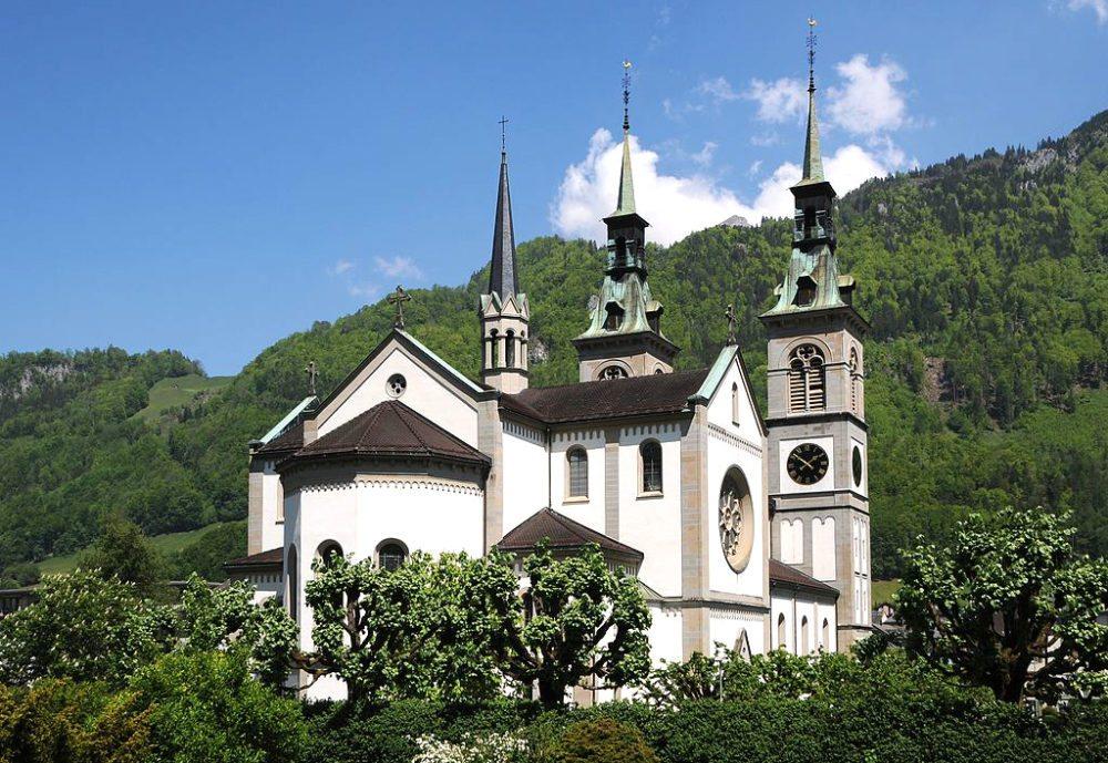 Die Stadtkirche Glarus (Bild: böhringer friedrich, Wikimedia, CC)