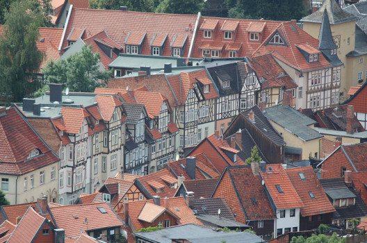 Wernigerode besticht durch seine sehenswerten Fachwerkhäuser. (Bild: Vwpolonia75, Wikimedia, GNU)