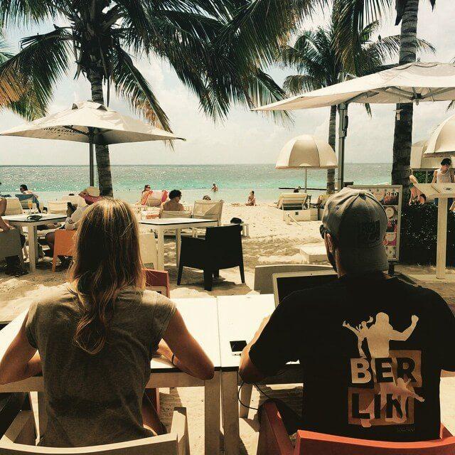 Arbeiten im luxuriösen Beach Office: Curacao, Niederländische Antillen (Bild: © Felicia Hargarten)