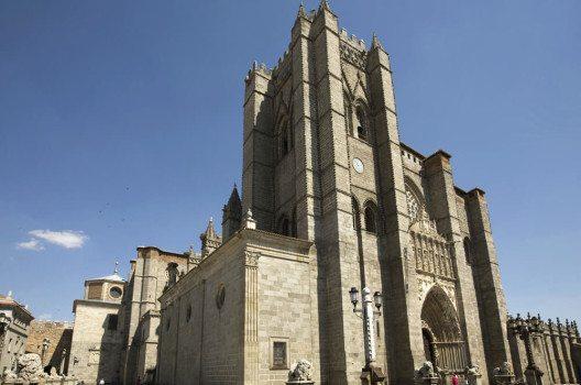 Die Kathedrale von Avila (Bild: PMRMaeyaert, Wikimedia, CC)
