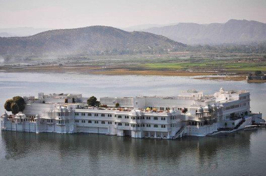 Lake Palace Hotel – ehemaliger Maharadscha-Palast, Udaipur. (Bild: Sujay25, Wikimedia, CC)