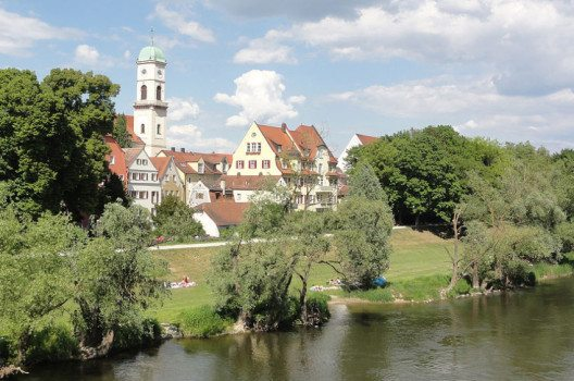 Regensburg-Stadtamhof mit dem Turm von Sankt Mang. (Bild: Mattes, Wikimedia, CC)