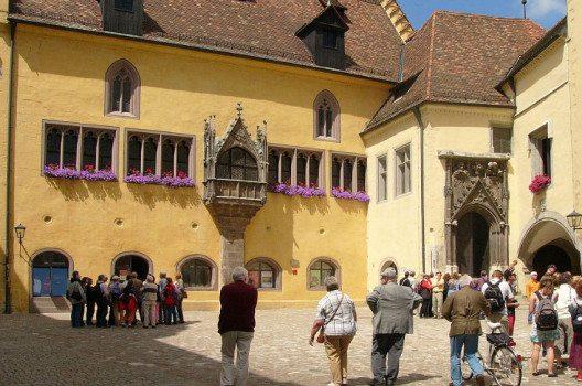Altes Rathaus in Regensburg, Bayern. (Bild: Nikater, Wikimedia)