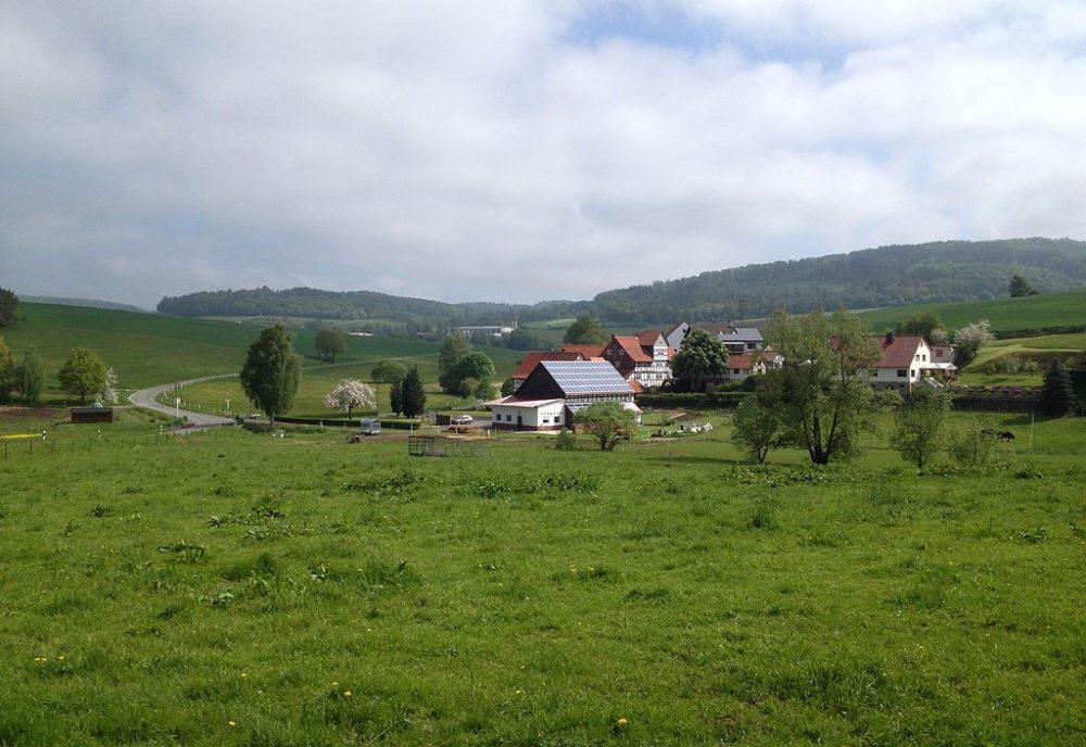 Blick vom Bahnradweg Rotkäppchenland auf die Steinmühle. (Bild: Feuermond16, Wikimedia, CC)