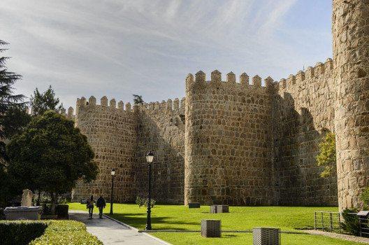 Die Stadtmauer von Avila (Bild: Son of Groucho, Wikimedia, CC)