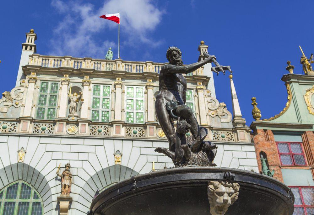 Gotisches Schmuckstück: Arthushof mit Neptunbrunnen (Bild: © pyzata - shutterstock.com)
