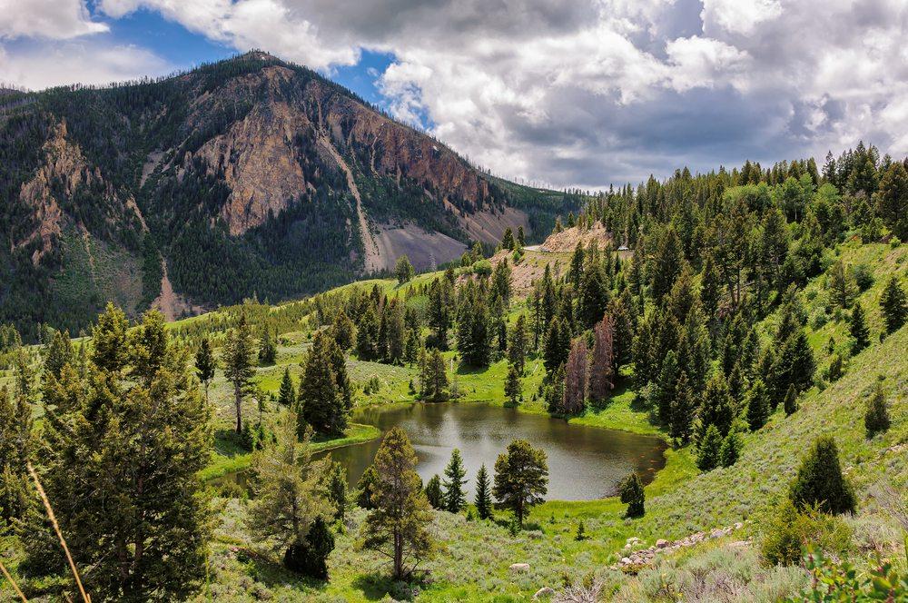 Nationalpark Yellowstone ganz im Südwesten des Bundesstaates (Bild: © Lucky-photographer - shutterstock.com)