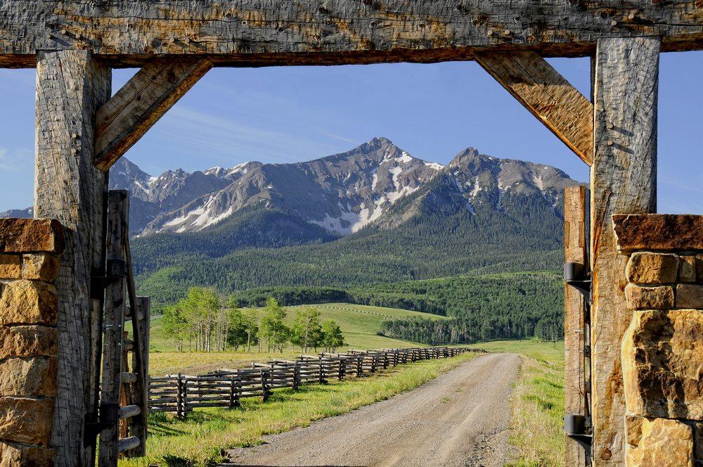 Sehr beliebt sind die Guest Ranches. (Bild: © Scott Tomer - shutterstock.com)