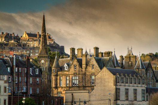 Das Stirling Schloss oberhalb der Altstadt. (Bild: © Stephen McCluskey - shutterstock.com)