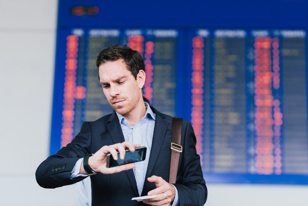 Bei Flugreisen sind Verspätungen durch das Montrealer Luftrechtsabkommen geregelt. (Bild: Dragon Images / Shutterstock.com)