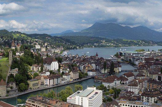 Panorama von Luzern (Bild: chensiyuan, Wikimedia, GNU)