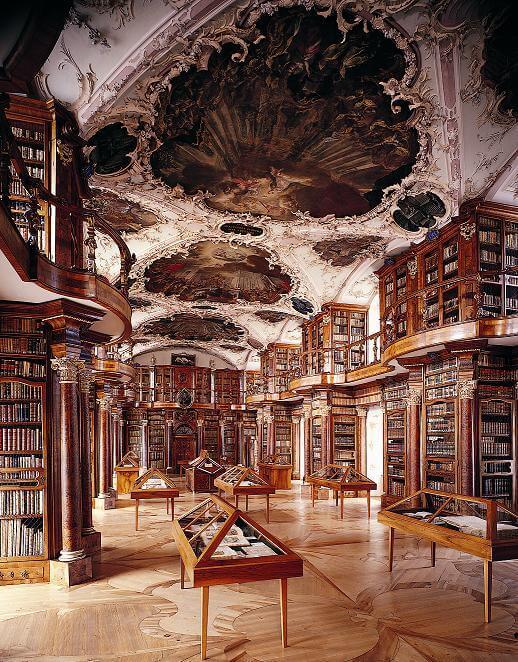 Die Stiftsbibliothek St. Gallen verfügt über seltene Handschriften (Bild: © Lychee - wiki.org)