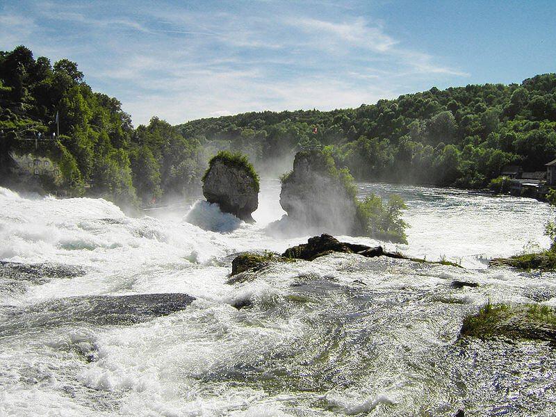 "Der Rheinfall - ein Highlight für Schweiztouristen. (Bild: © Perconte / Wikimedia / <a title=""creativecommons.org - Creative Commons Lizenz"" href=""http://creativecommons.org/licenses/by-sa/3.0/"" target=""_blank"">CC BY-SA 3.0</a>)"