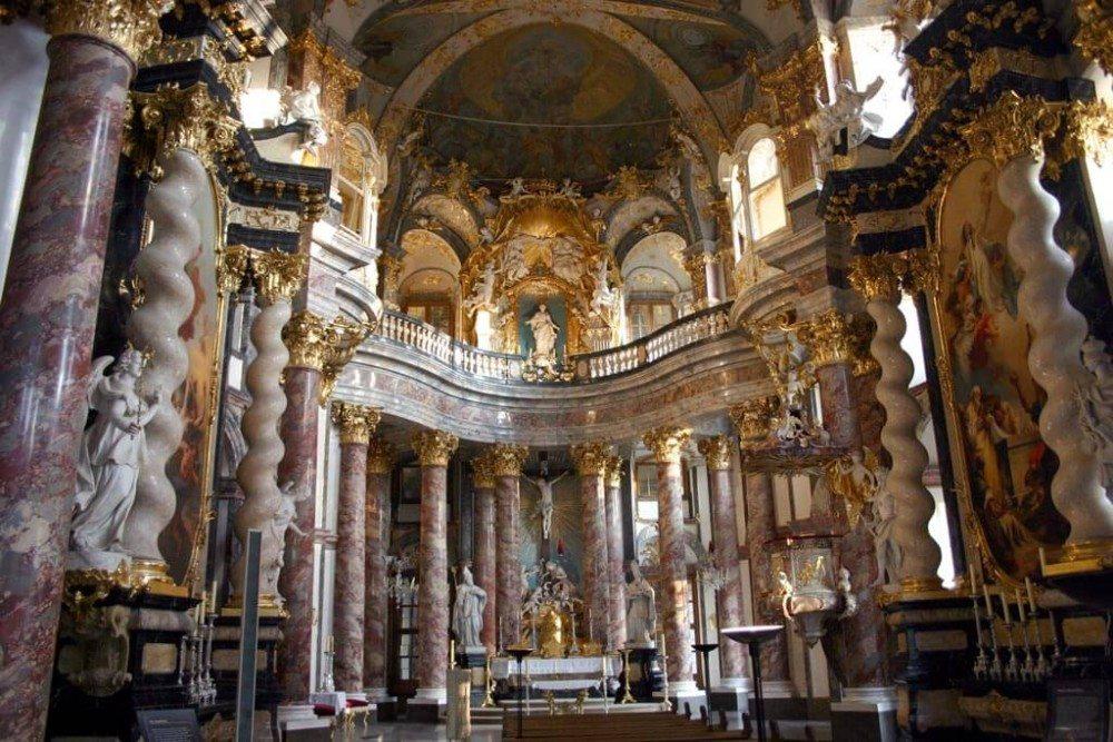 Hofkirche, Innenansicht (Bild: © Christian Horvat - CC BY-SA 3.0)