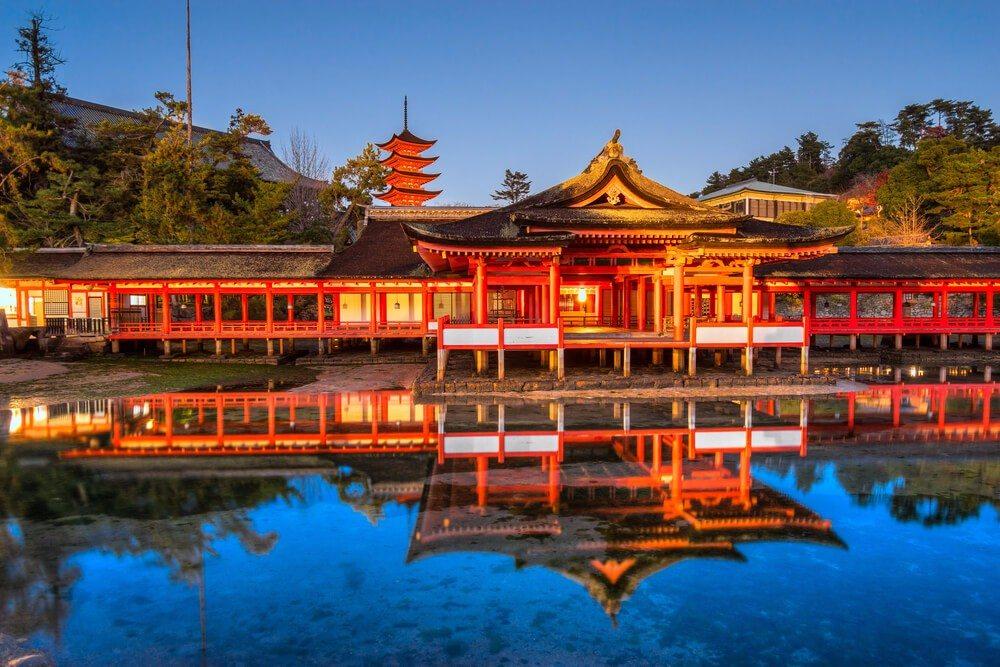 Miyajima ist seit Urzeiten ein heiliger Ort. (Bild: © Luciano Mortula - shutterstock.com)