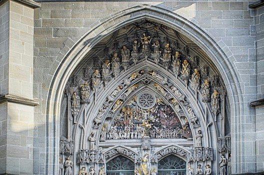 Hunderte von Jahren wurde am Berner Münster gebaut (Bild: © Matt Ragen - shutterstock.com)