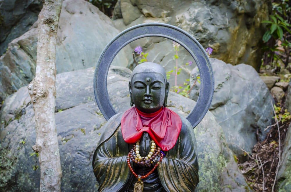 Es gibt keine klar umrissene Trennlinie zwischen Buddhismus und Shintoismus (Bild: © Korkusung - shutterstock.com)