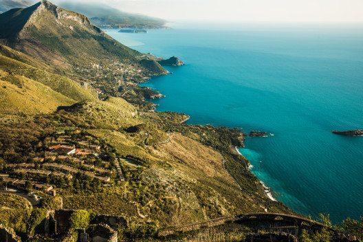Das touristische Zentrum hier am Tyrrhenischen Meer ist das Städtchen Maratea. (Bild: © Antonio.li - shutterstock.com)