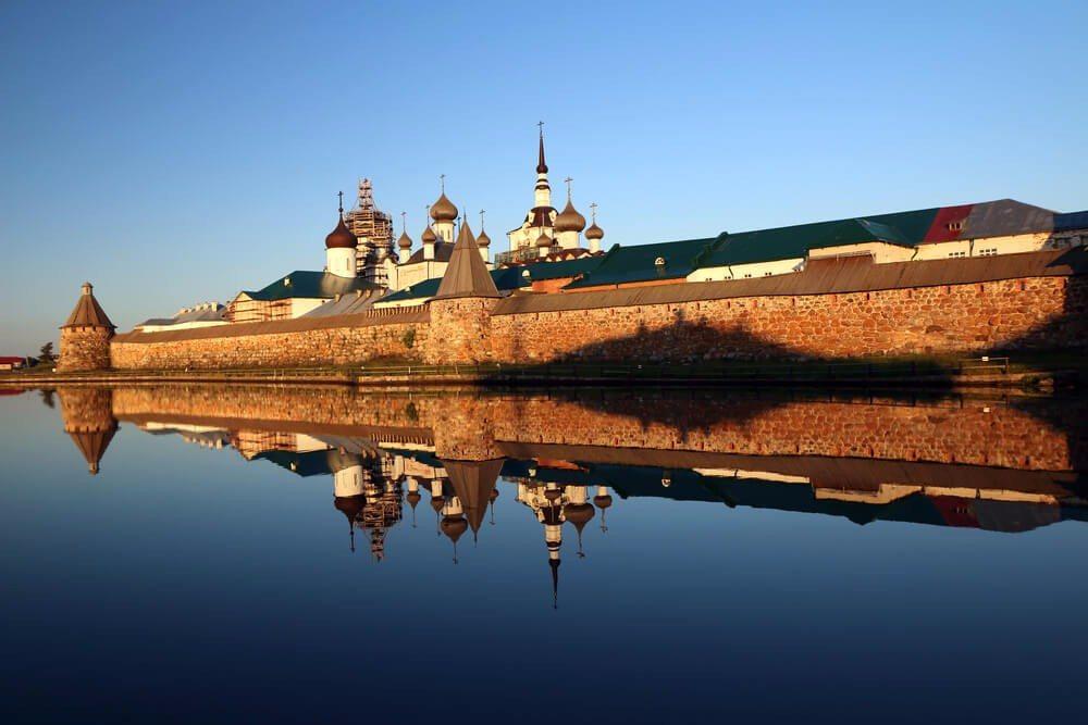 Das Solowezki-Kloster ist ein Ort für Einsamkeit und Gottesnähe. (Bild: © lisovsergey - shutterstock.com)
