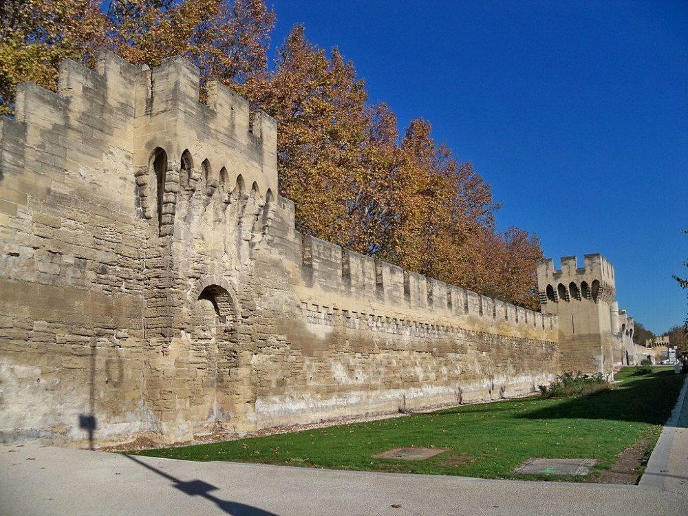 Die Stadtmauer von Avignon vermittelte den Einwohnern früher Schutz und Sicherheit. (Bild: © Véronique Pagnier /