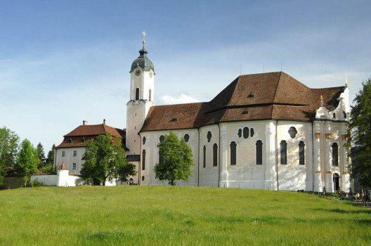 Die berühmteste Wallfahrtskirche im Pfaffenwinkel ist die Wieskirche. (Bild: Heiko Trurnit, Wikimedia, CC)