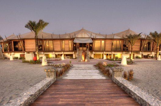 Das Sechs-Sterne-Hotel Banyan Tree Ras Al Khaimah Beach (Bild: FTI Frosch Touristik GmbH)