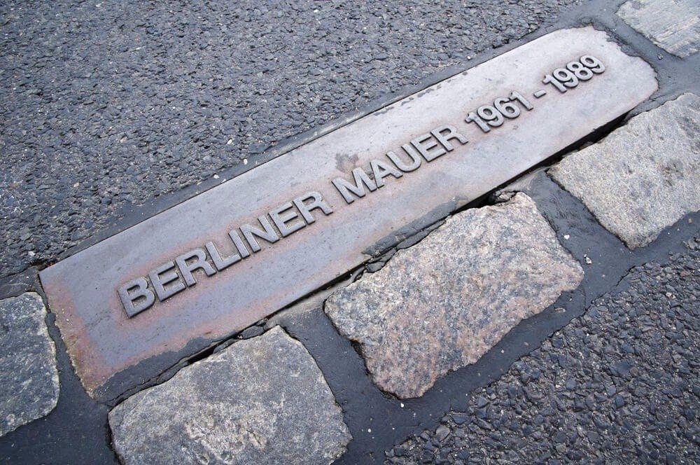 Einst verlief an dieser Stelle die Grenze zwischen Ost- und West-Berlin. (Bild: © Christian Draghici - shutterstock.com)