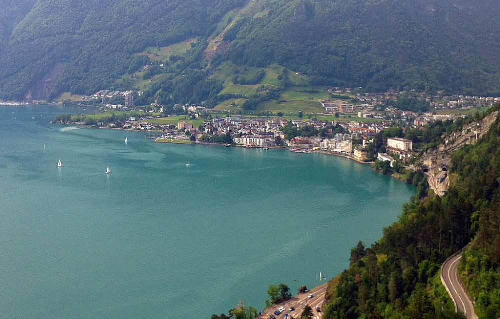 "Brunnen, das Ziel des ""Weges der Schweiz"", Ansicht von Morschbach. (BIld: © Andreas Faessler - Wikimedia - <a title=""creativecommons.org - Creative Commons"" href=""http://creativecommons.org/licenses/by-sa/4.0/deed.en"" target=""_blank"">CC</a>)"
