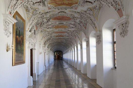 Blick in den Fürstentrakt; Kloster Wessobrunn (Bild: Rufus46, Wikimedia, CC)