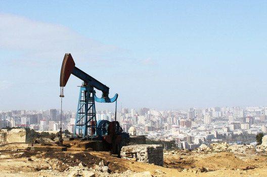 Mehr als zwei Drittel des Bruttoinlandsproduktes von Aserbaidschan hängen mit der Ölförderung zusammen. (Bild: Gulustan / Shutterstock.com)