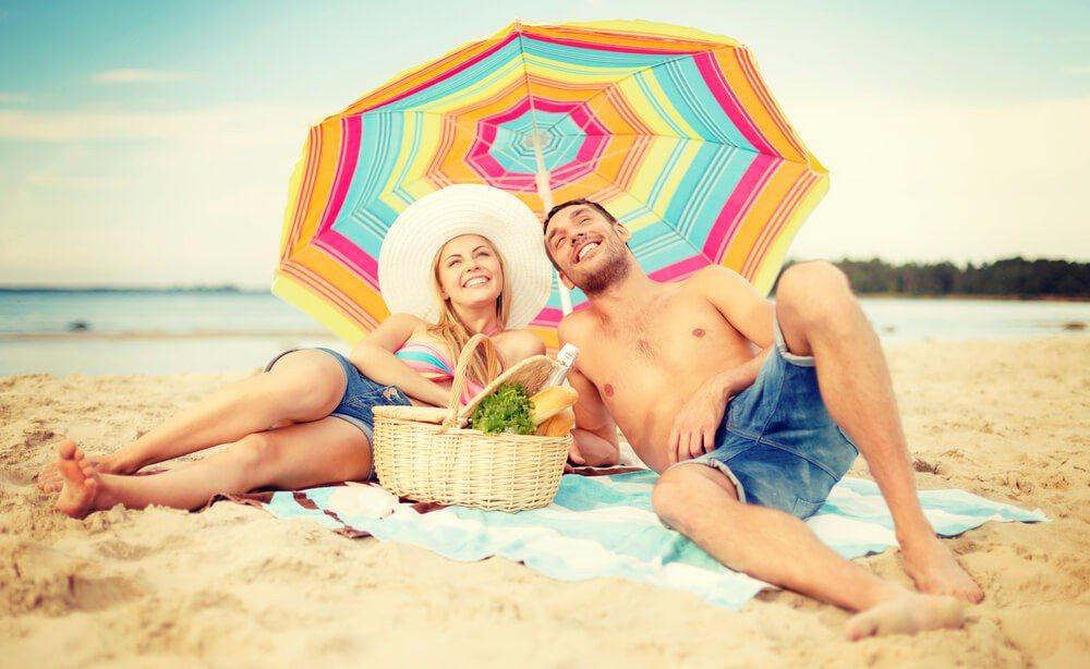Sonnenschutz auf natürliche Weise (Bild: © Syda Productions - shutterstock.com)