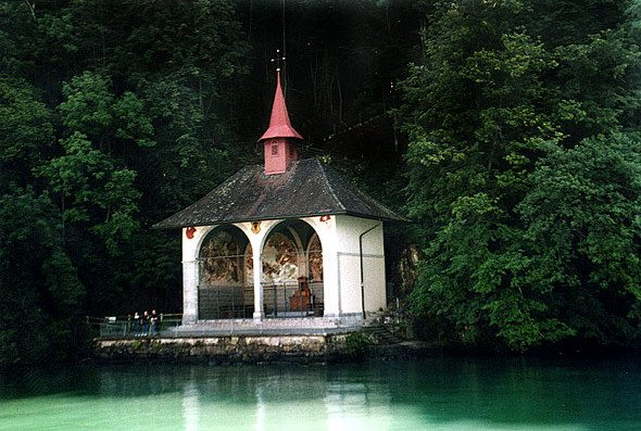 "Die Tellskapelle, drei Kilometer südlich von Sisikon. (Bild: © Roland Zumbühl - Picswiss / Wikimedia - <a title=""creativecommons.org - Creative Commons"" href=""http://creativecommons.org/licenses/by-sa/3.0/deed.en"" target=""_blank"">CC</a>)"