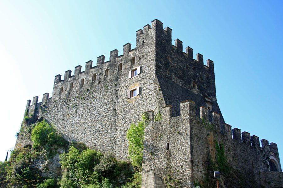 Burg von Tenno (Bild: © Alessandro Vecchi - CC BY-SA 3.0)