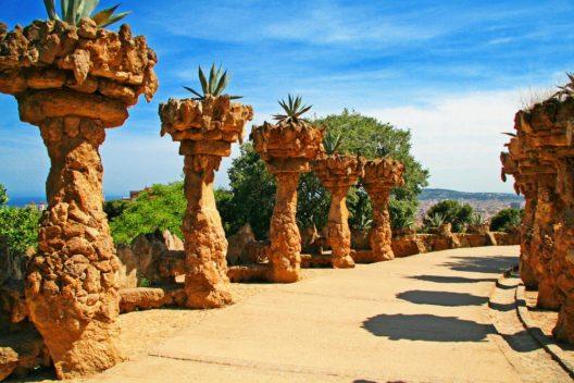 Park Güell in Barcelona (Bild: © Vladimir Sazonov - shutterstock.com)