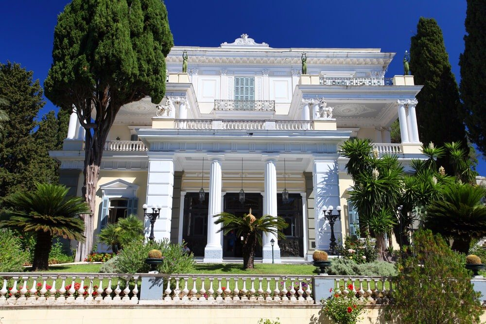 Die Kaiserin Sisi errichtete ein bezauberndes klassizistisches Schlösschen, das Achilleion. (Bild: © Dan Breckwoldt - shutterstock.com)