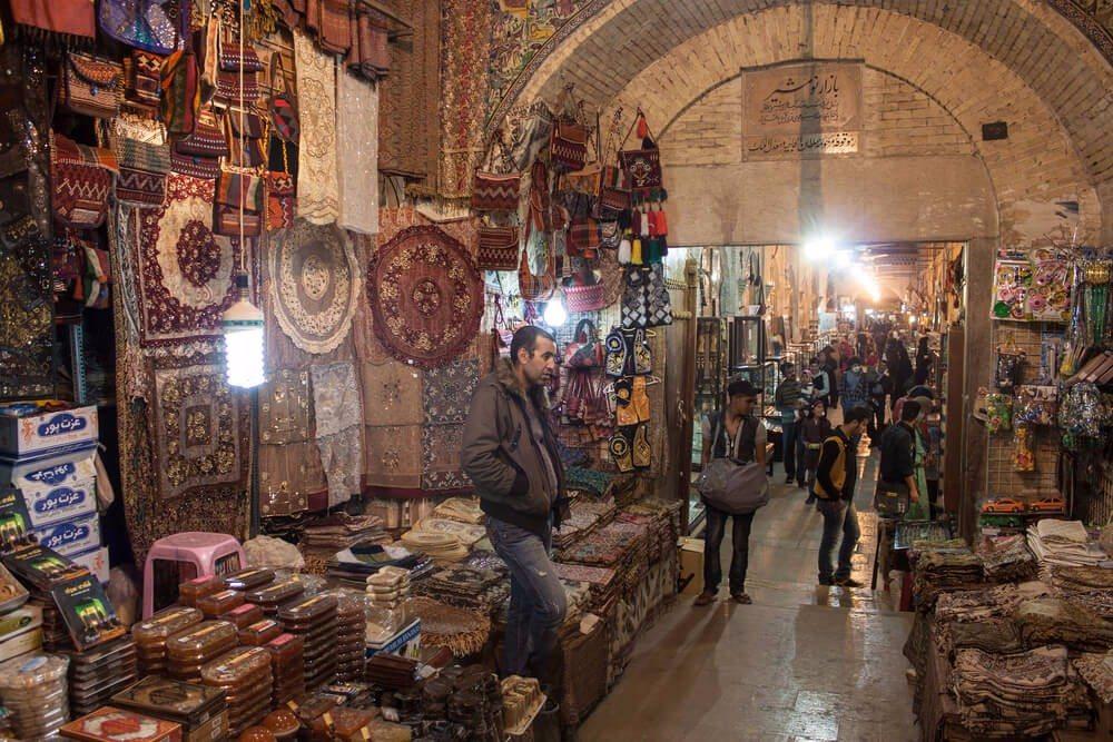 Dem historischen Zentrum der Stadt nähert man sich am besten vom Vakil-Basar aus. (Bild: © Matyas Rehak - shutterstock.com)