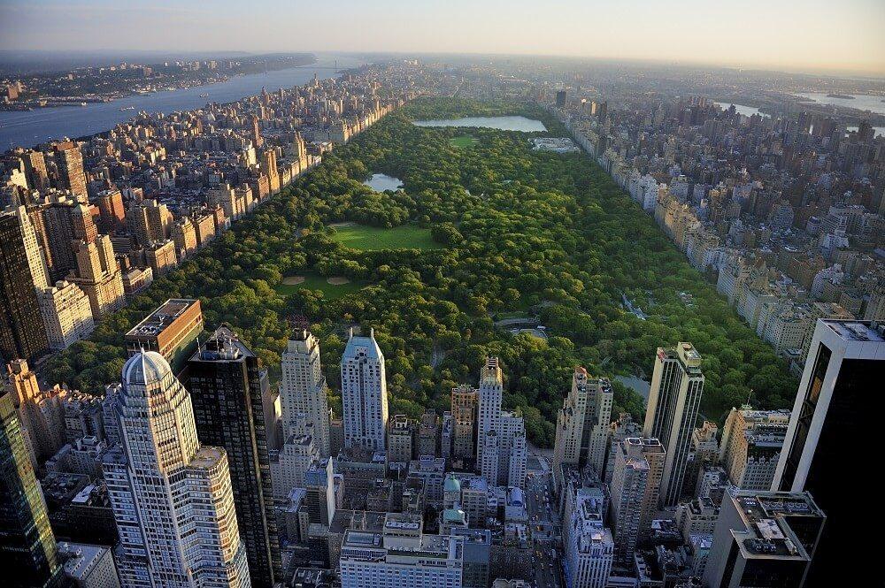 Wie eine Oase liegt der Central Park mitten im belebten Manhattan. (Bild: © readytogo - fotolia.com)