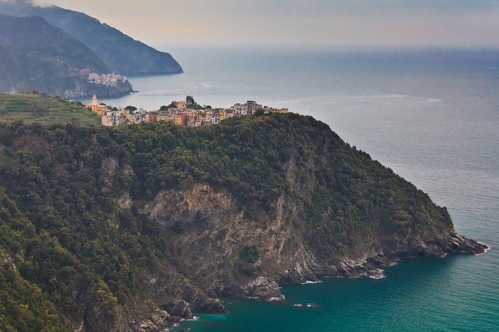 Bis auf Corniglia liegen alle Dörfer unmittelbar am Meer. (Bild: © porojnicu - fotolia.com)