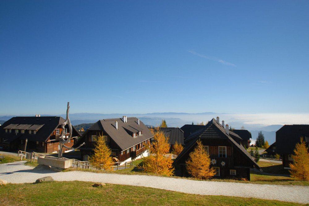 Die Chalets des Mountain Resort Feuerberg - 14 Chalets und 60 Zimmer im Hotel stehen zur Wahl. (Bildquelle: o-pichler.at)