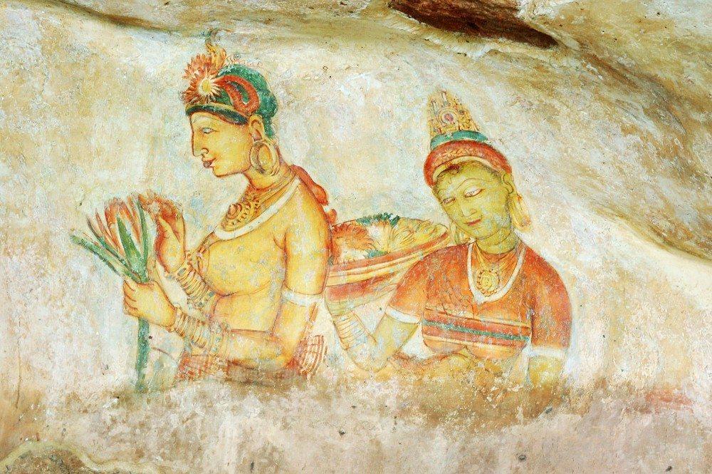Etwa auf halber Höhe zum Gipfel befinden sich die noch erhaltene Fresken sogenannter Wolkenmädchen. (Bild: © kaetana - fotolia.com)