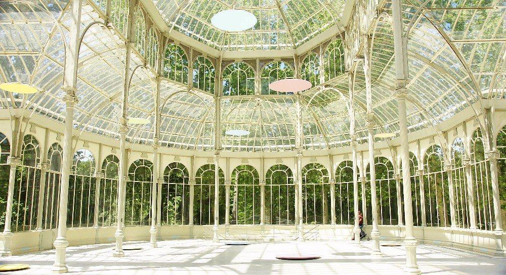 Besonders sehenswert ist der Glaspavillon Palacio de Cristal. (Bild: © sanguer - fotolia.com)