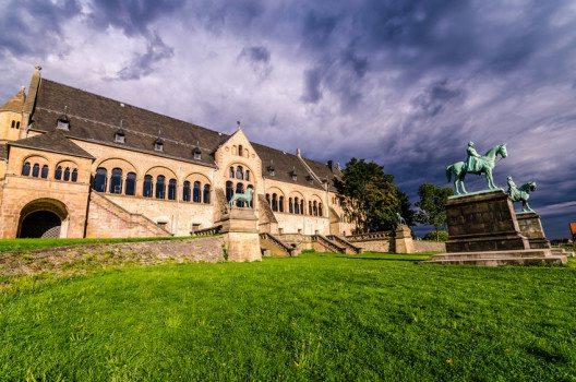 Vorderseite der Kaiserpfalz (Bild: © ischte – shutterstock.com)