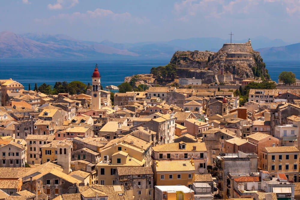 Ab den 1960er-Jahren wurde Korfu zu einem gerne bereisten Ferienziel. (Bild: © Andrei Pop - shutterstock.com)