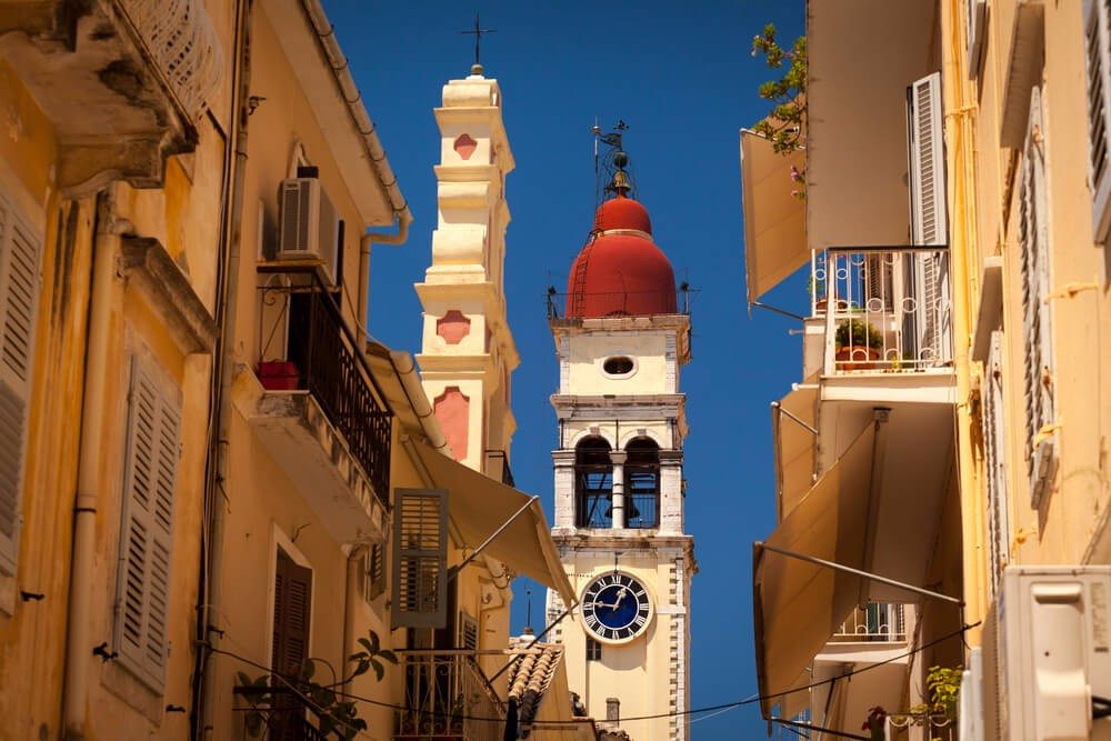Ein besonderes Gotteshaus stellt die Sankt-Spiridon-Kirche dar, in der die Gebeine von Korfus Schutzpatron ruhen. (Bild: © Andrei Pop - shutterstock.com)