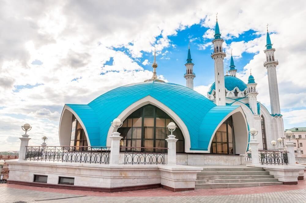 Die Kul-Scharif-Moschee ist ein Bauwerk der Moderne, zitiert aber historische Bauformen. (Bild: © elen31 - fotolia.com)