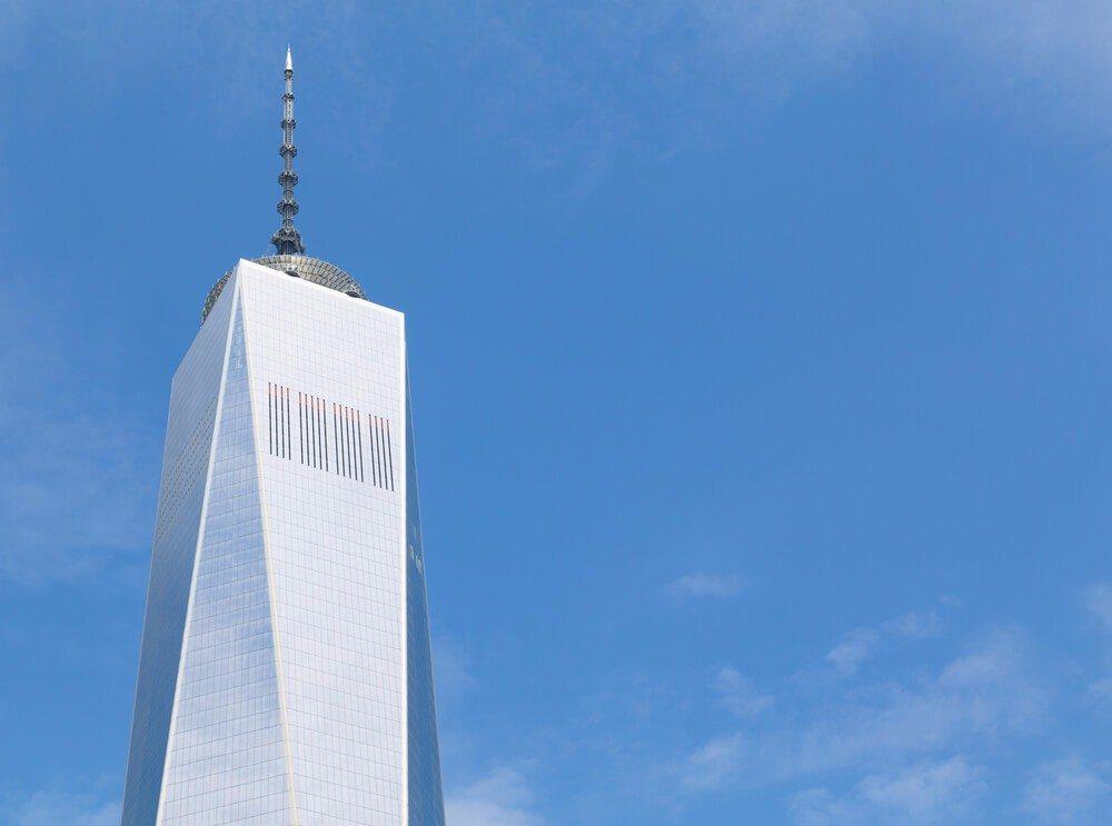 Das One World Trade Center zitiert mit seiner quadratischen Grundfläche die Form der beiden früheren Türme. (Bild: © mikecphoto - shutterstock.com)