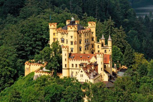 Schloss Hohenschwangau (Bild: © Oleg Lopatkin - shutterstock.com)