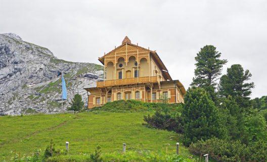 Das Königshaus am Schachen diente Ludwig II. als Refugium. (Bild: © Zyankarlo - shutterstock.com)