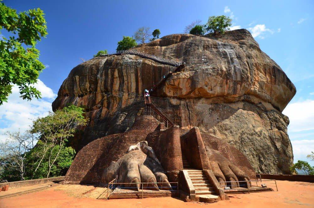 Man gelangte einst auf den Gipfel von einem mittleren Plateau aus durch das Löwentor hindurch. (Bild: © SurangaSL - shutterstock.com)