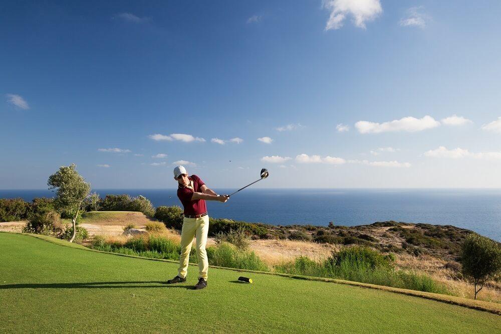 Dass man auf Zypern sehr gepflegte Golfplätze findet, gilt heute noch vielen als Geheimtipp. (Bild: © alexsokolov - fotolia.com)
